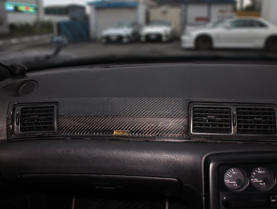BNR32 GT-R用カーボンダッシュパネルを発売。