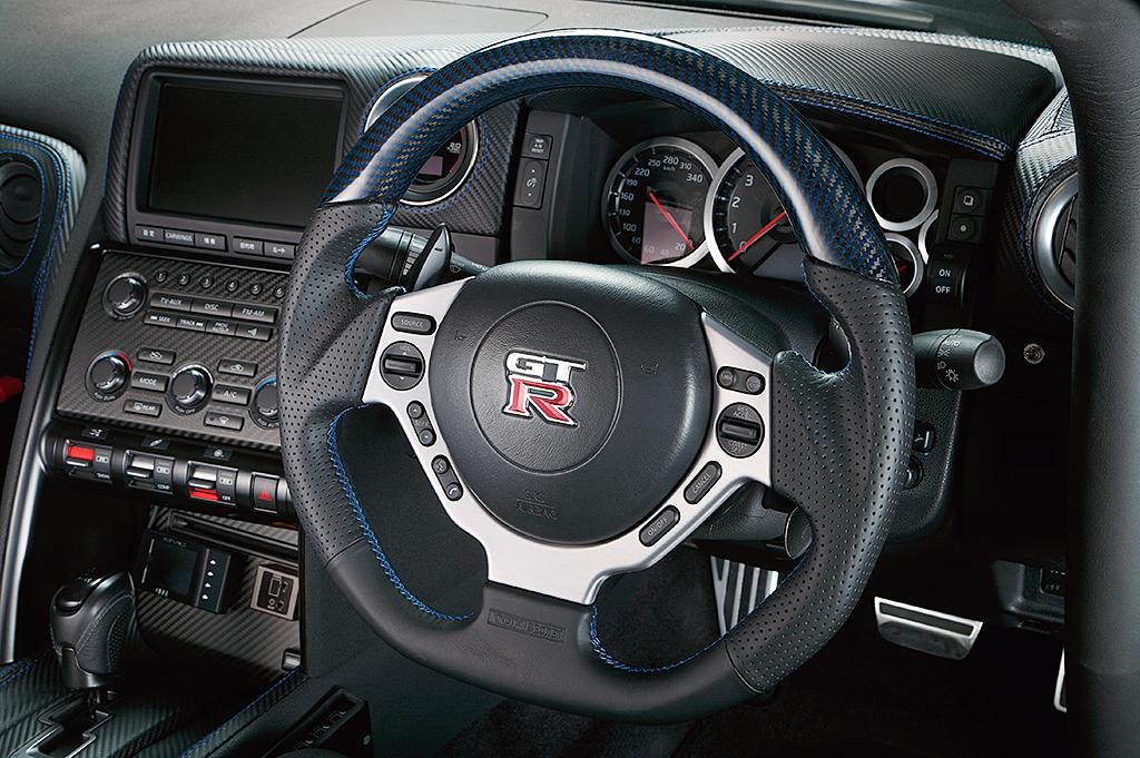 r35-d-shape-steering-wheel.jpg
